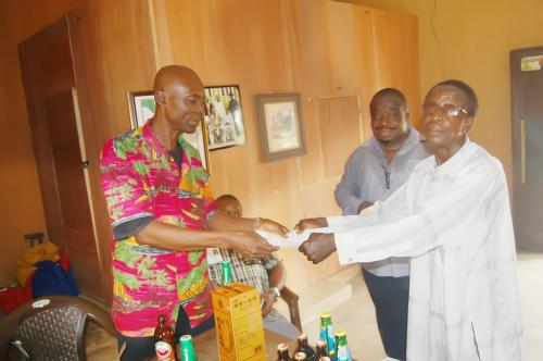 The Adure and Onyima Obioharepresentative receiving the signed papers from Ndiucheagwu Community head.