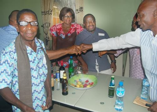 PRESENTATION OF KOLA NUTS AND EXCHANGE OF PLEASANTRIES